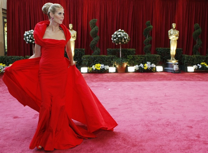 The Oscars: a constellation of luxury fashion brands The Oscars: a constellation of luxury fashion brands The Oscars: a constellation of luxury fashion brands model heidi klum dressed john galliano gathers her dress she walks red carpet 80th annual