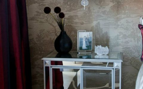 The Best Mirrored Nightstands in the World The Best Mirrored Nightstands in the World cover8 480x300