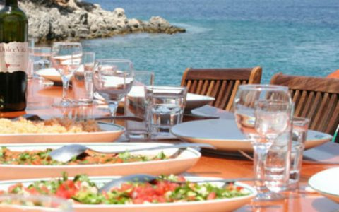 CRUISE COMPANIES REINVENT DINING AT SEA CRUISE COMPANIES REINVENT DINING AT SEA turkish food served gulet view 480x300