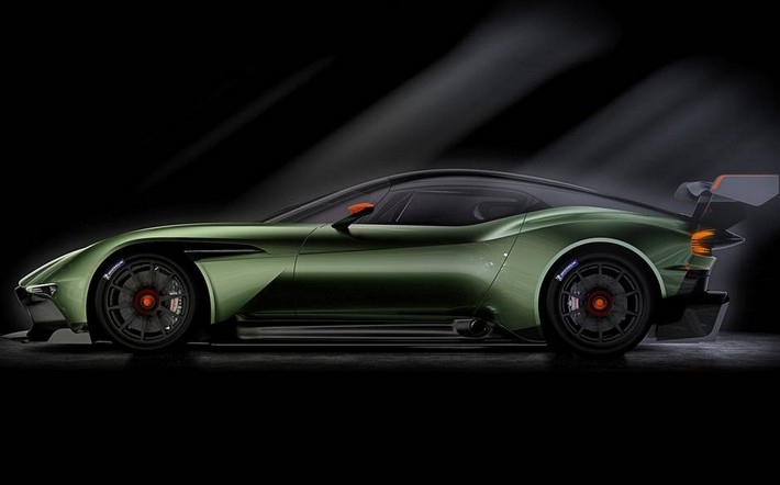 On Track for Glory: Aston Martin Vulcan Prepares for Take-Off On Track for Glory: Aston Martin Vulcan Prepares for Take-Off On Track for Glory: Aston Martin Vulcan Prepares for Take-Off Aston03