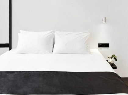 Luxury Hotel Interior Design: Minimalist Monochromatic Style hotel interior design Luxury Hotel Interior Design: Minimalist Monochromatic Style featured 420x311