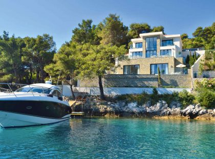 5 Star Luxury Homes on Glamorous Marinas luxury homes 5 Star Luxury Homes on Glamorous Marinas 1c35a8c66957a6d02f643dd35e50296d 420x311