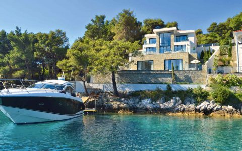 luxury homes 5 Star Luxury Homes on Glamorous Marinas 1c35a8c66957a6d02f643dd35e50296d 480x300