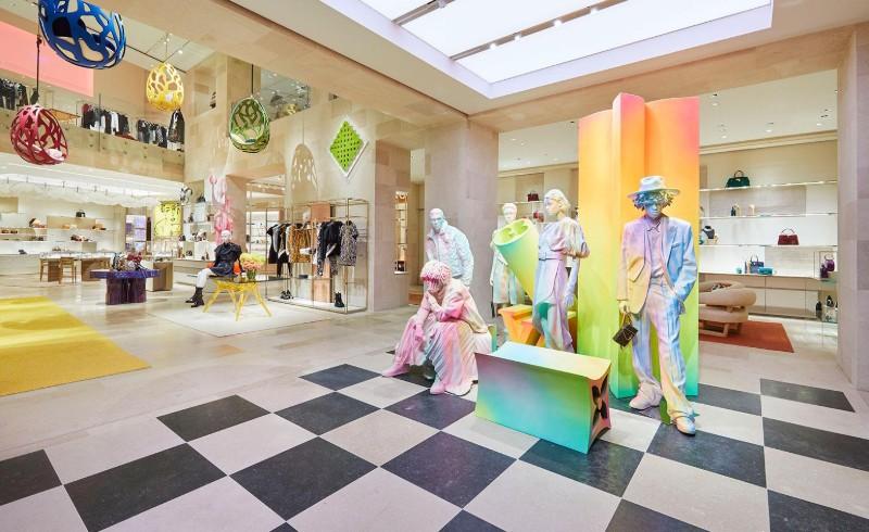 Peter Marino Creates A Modern Instalation For Louis Vuitton (2)