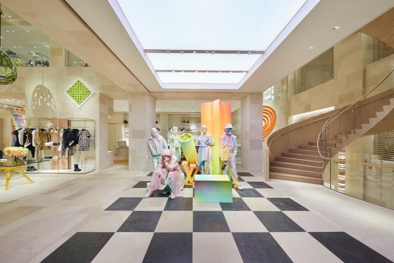 Peter Marino Creates A Modern Instalation For Louis Vuitton (4)