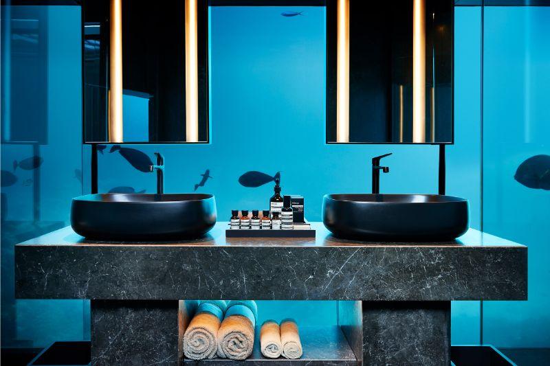 luxury experience Underwater Bedroom Is The Ultimate Luxury Experience in Maldives Underwater Bedroom Is The Ultimate Luxury Experience in Maldives 9