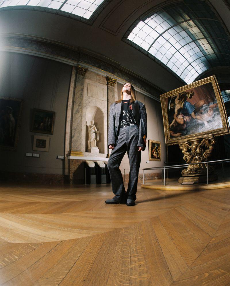 Art Meets Design In Virgil Abloh's Louvre Photoshoot (7) virgil abloh Art Meets Design In Virgil Abloh's Louvre Photoshoot Art Meets Design In Virgil Ablohs Louvre Photoshoot 7