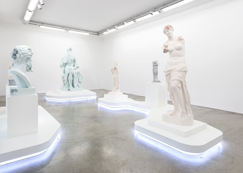 Perrotin Gallery Debuts Innovative Art Sculptures From Daniel Arsham (2) art sculptures Daniel Ashram's Art Sculptures Take Over Perrotin Gallery Perrotin Gallery Debuts Innovative Art Sculptures From Daniel Arsham 2
