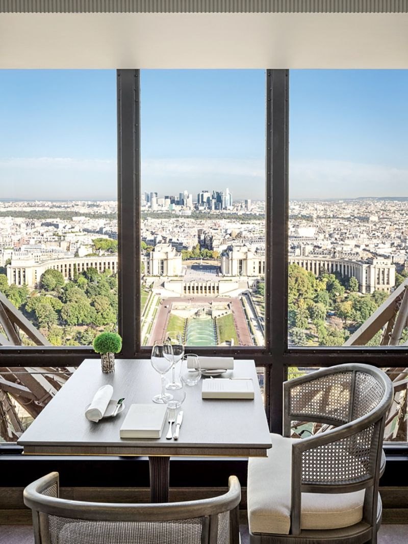 Rediscover Le Jules Verne, A Luxury Restaurant Inside The Eiffel Tower (8) luxury restaurant Rediscover Le Jules Verne, A Luxury Restaurant Inside The Eiffel Tower Rediscover Le Jules Verne A Luxury Restaurant Inside The Eiffel Tower 8