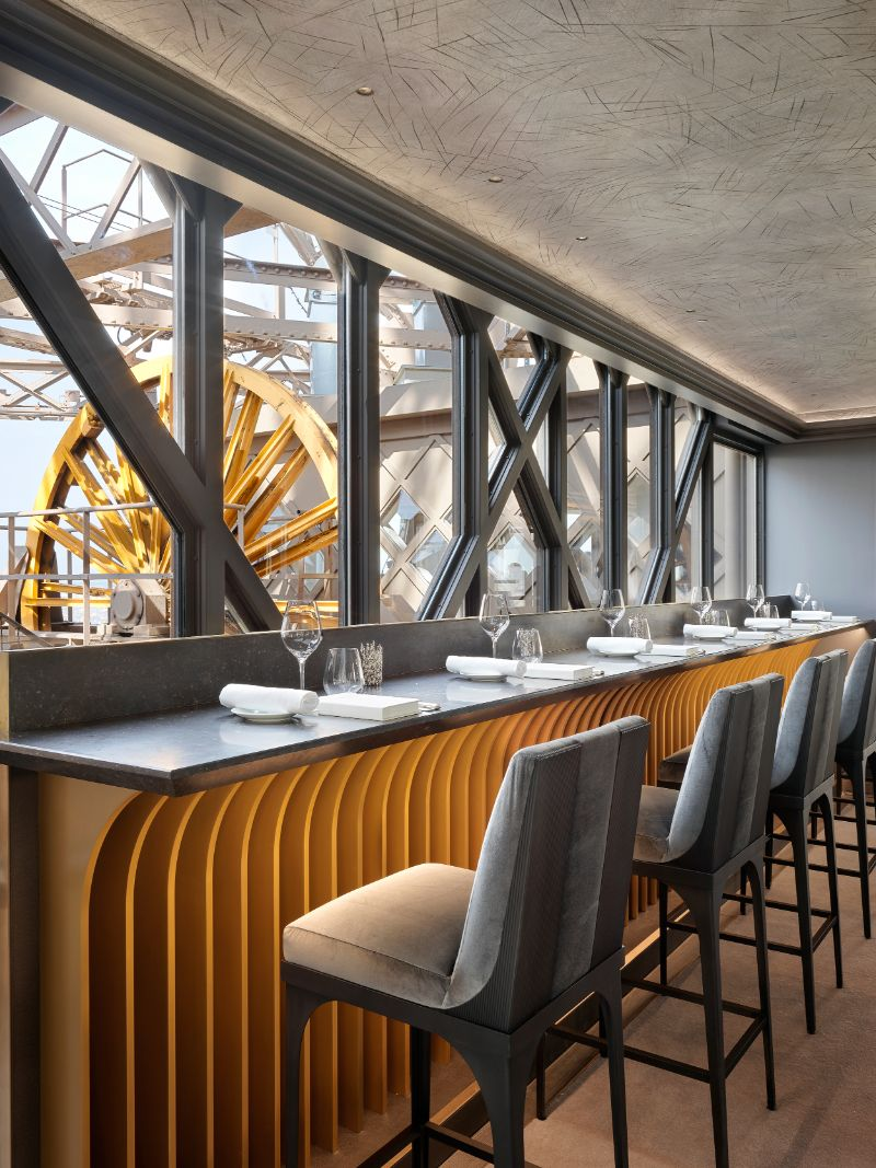Rediscover Le Jules Verne, A Luxury Restaurant Inside The Eiffel Tower (9) luxury restaurant Rediscover Le Jules Verne, A Luxury Restaurant Inside The Eiffel Tower Rediscover Le Jules Verne A Luxury Restaurant Inside The Eiffel Tower 9