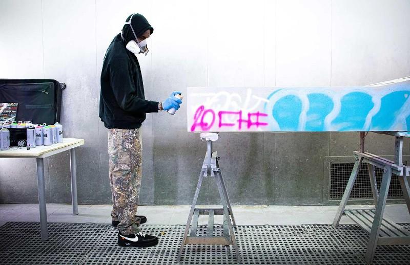 Virgil Abloh Brings Street Grafitti Flair To Galerie Kreo (1) virgil abloh Virgil Abloh Brings Street Grafitti Flair To Galerie Kreo Virgil Abloh Brings Street Grafitti Flair To Galerie Kreo 1