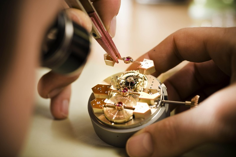 Haute Horlogerie - The Details Of Luxury Watchmaking (1) (1) haute horlogerie The Craftsmanship Wonders Behind Haute Horlogerie Haute Horlogerie The Details Of Luxury Watchmaking 1 1