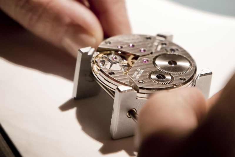 Haute Horlogerie - The Details Of Luxury Watchmaking (6) haute horlogerie Haute Horlogerie – The Details Of Luxury Watchmaking Haute Horlogerie The Details Of Luxury Watchmaking 6