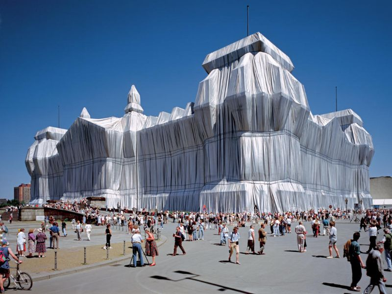 christo Christo, A Famous Artist That Leaves The World Of Design Mourning christo e jeanne claude   wrapped reichstag 5