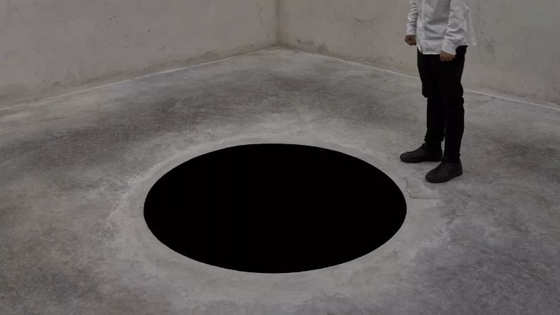 anish kapoor Anish Kapoor's Revolutionary Artworks Throughout The Years Anish Kapoors Revolutionary Artworks Throughout The Years 10