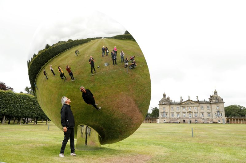 Anish Kapoor's Revolutionary Artworks Throughout The Years (6) anish kapoor Anish Kapoor's Revolutionary Artworks Throughout The Years Anish Kapoors Revolutionary Artworks Throughout The Years 6