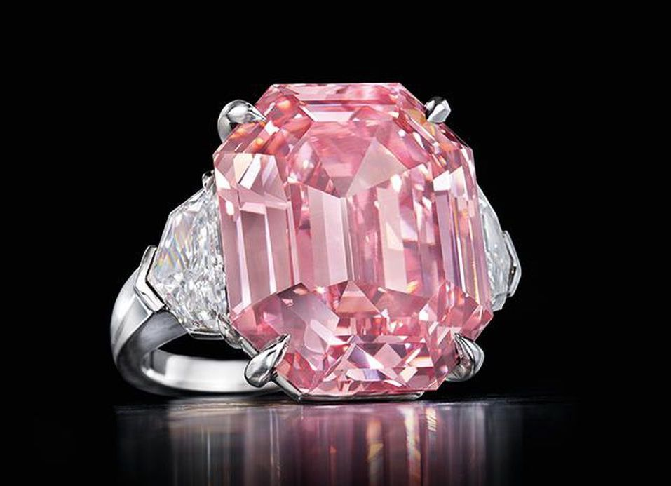 Extremely Rare 19-Carat Pink Diamond Ring by Harry Winston harry winston Extremely Rare 19-Carat Pink Diamond Ring by Harry Winston Extremely Rare 19 Carat Pink Diamond Ring by Harry Winston 3